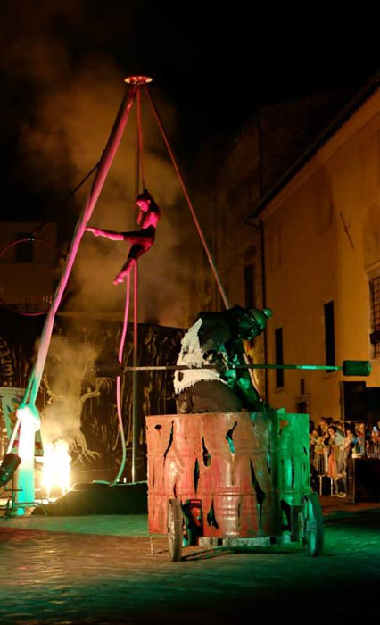 show of street theater storie di streghe